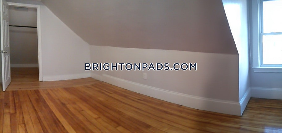 3 Beds 1 Bath - Boston - Brighton - Cleveland Circle $2,850