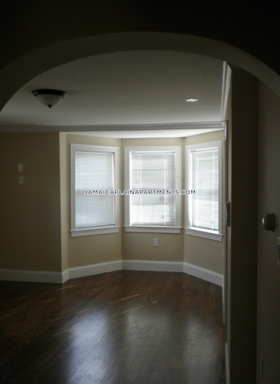 Newly Renovated 4 Bed 1 Bath with Laundry in Building and Central AC! $3,550 - Boston - Jamaica Plain - Forest Hills $3,200